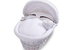 izziwotnot-classic-waffle-range-white-moses-basket-with-white-bedding
