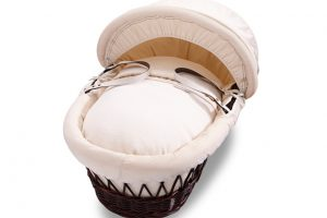 izziwotnot-premium-gift-range-moses-basket-dark-wicker-with-cream-bedding-3