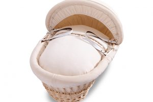 izziwotnot-premium-gift-range-moses-basket-natural-wicker-with-cream-bedding-2